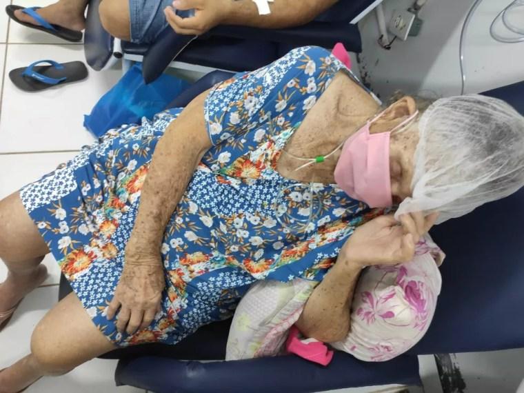 Dona Paula ficou quase 48  horas internada em uma cadeira — Foto: Cedida pela família