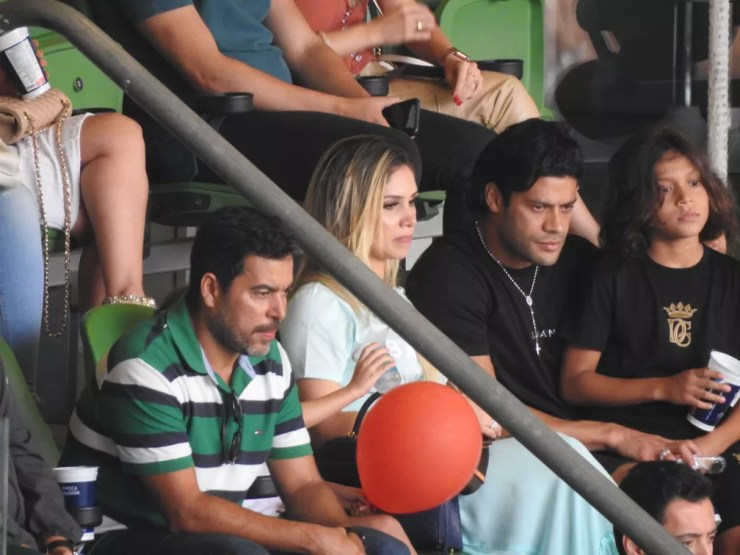 Hulk com João Paulo Sampaio, diretor das categorias de base do Palmeiras, no camarote do Allianz Parque — Foto: Tossiro Neto
