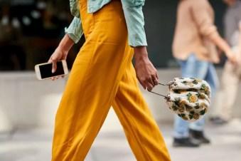 As pouch bags (ou drawstring bags) que serão seu modelo favorito no verão 2019 (Foto: Imaxtree)