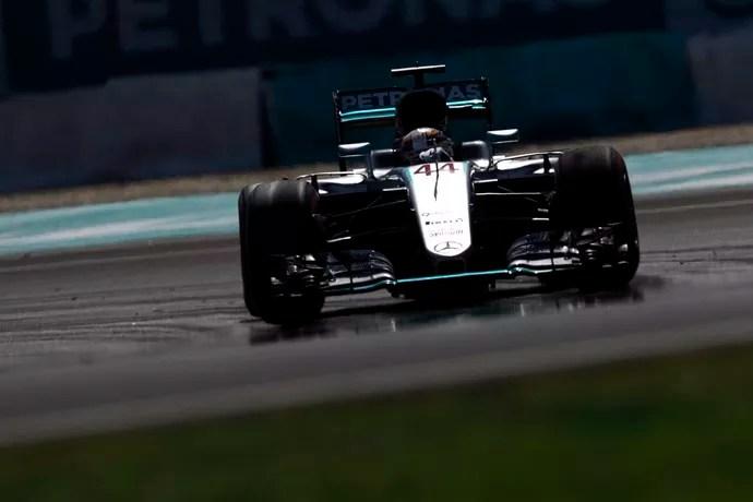 Lewis Hamilton Pole Position GP da Malásia de Fórmula 1 2016 (Foto: Divulgação)