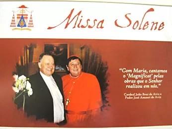 Convite para missa em comemoração aos 40 anos de ordenação de José Amauri Aviz (esquerda) e Dom João Braz de Aviz  (Foto: Lucas Nanini/G1)
