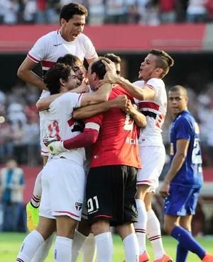 São Paulo x Cruzeiro - Comemoração jogadores com Rogério Cêni (Foto: Marcos Ribolli)