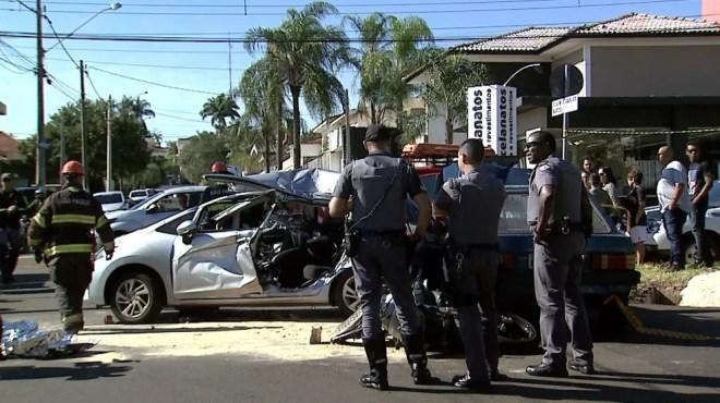 Acidente envolvendo três veículos interdita avenida na zona sul de Ribeirão Preto — Foto: Chico Escolano/EPTV