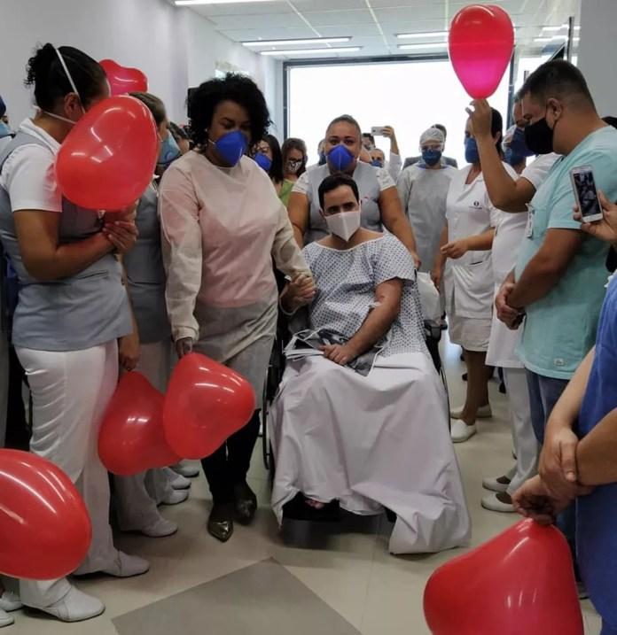 Gabriel após alta de UTI em um hospital de Praia Grande (SP) — Foto: Reprodução/ Redes Sociais