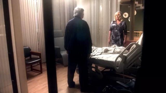 Fausto fica de pé diante de Mág pela primeira vez (Foto: TV Globo)