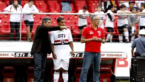 NEy franco orienta tiago são paulo e Atlético sorocacaba (Foto: Rubens Chiri / saopaulofc.net)
