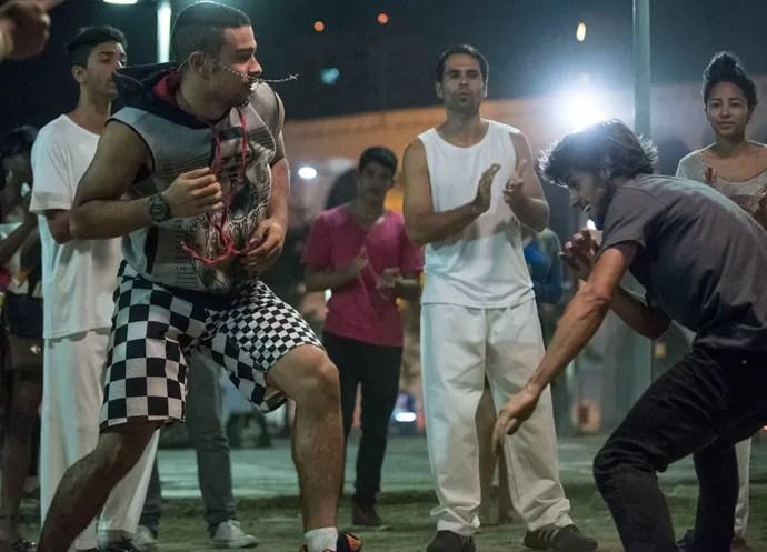 Jonatas leva o jogo na esportiva (Foto: Raphael Dias / Gshow)