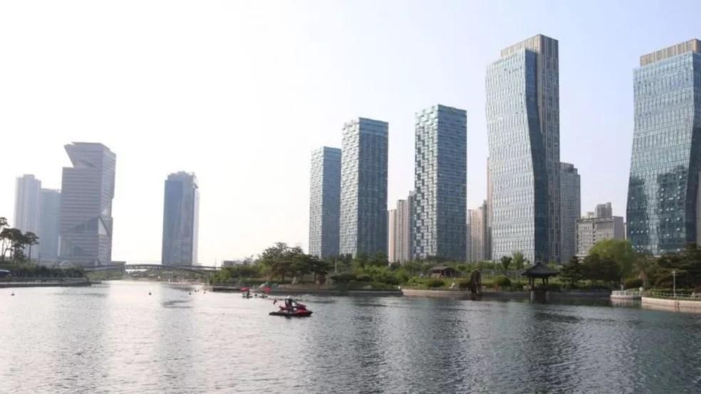 Fora da região central, o ideal urbanístico com que nasceu a cidade não é seguido — Foto: Getty Images via BBC