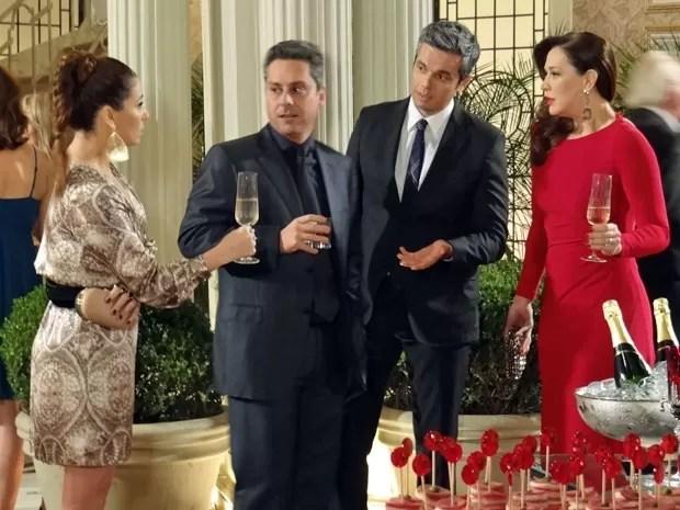 Helô conta que Rachel foi assassinada (Foto: Salve Jorge/ TV Globo)