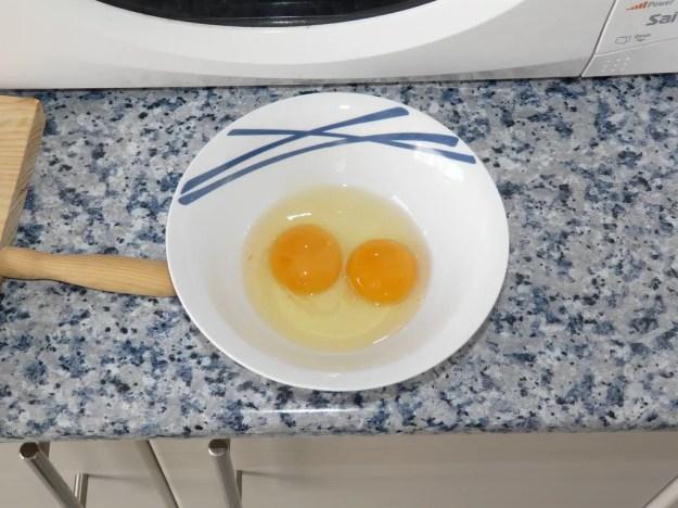 Separar o ovo e comer somente a clara é opção para reduzir consumo de colesterol (Foto: Creative Commons)