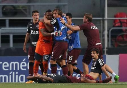 São Paulo sofreu para vencer o Sport, mas conseguiu se manter invicto pelo quarto jogo seguido (Foto: Agência Estado)