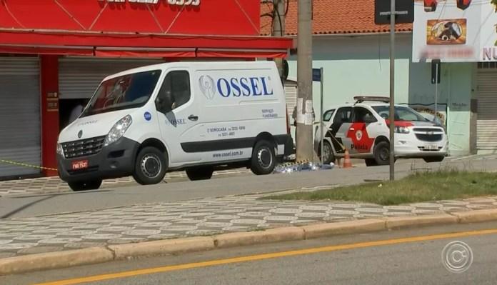 Vítima morreu no local depois de ser atropelada, em Sorocaba — Foto: Reprodução/TV TEM