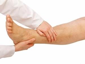 Pés e mãos frias, dores e inchaço nas pernas podem ser sintomas de problemas circulatórios. (Foto: Divulgação/secretaria de Saúde)