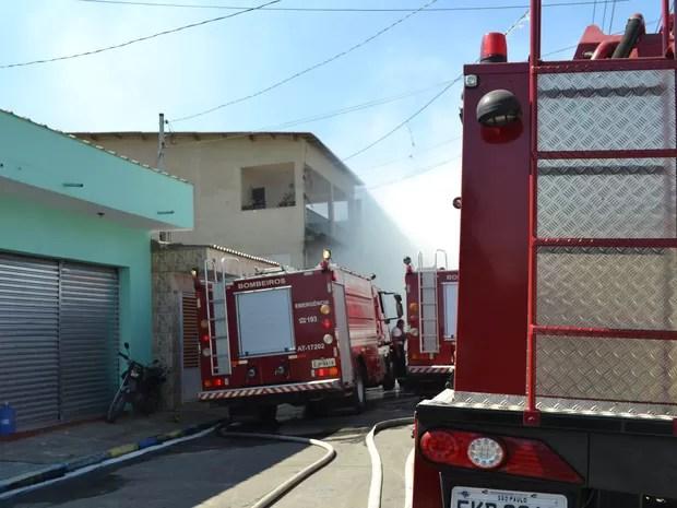 Equipe dos bombeiros foram acionadas (Foto: Vitor Geron/Globoesporte.com)