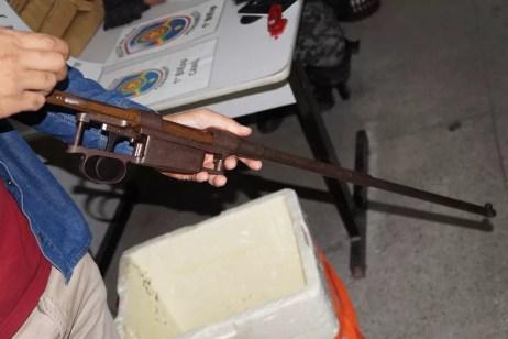 Dupla foi presa com rifle e maconha (Foto: Adielson Galvão/Arquivo Pessoal)