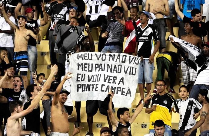 torcida comemoração jogo Ponte Preta final Lanus Sul-Americana (Foto: Marcos Ribolli / Globoesporte.com)