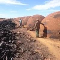 Depois de denúncia, trinta e dois trabalhadores foram resgatados em situação de escravidão em carvoaria na Fazenda Chapadão da Zagaia, no município de Sacramento, Minas Gerais (Foto: Lilia Gomes/ Assessoria de Comunicação - MPT/RS)