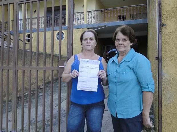 Cunhadas Maria da Conceição e Nanci não concordaram com valor oferecido pelas casas delas, no bairro União; elas também reclamam que direitos de quem paga IPTU não está sendo respeitado (Foto: Raquel Freitas/G1)
