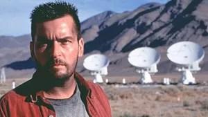 O astrônomo Zane Zaminsky grava um misterioso ruído vindo do espaço sideral que pode ser um indício de vida extraterrestre. Ao entregar a gravação a seu chefe, ele é demitido, mas continua com a pesquisa por conta própria. A busca por provas mais concretas o leva até o México, onde descobre um grupo de alienígenas que está tentando dominar a Terra.