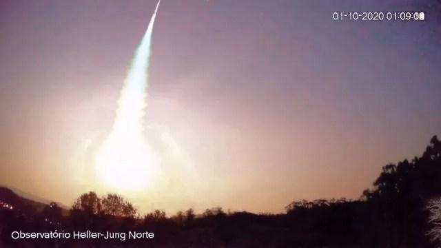 Observatório registrou a queda do meteoro. Após processamento de imagens quadro a quadro foi possível obter a foto da explosão do superbólido sobre a região de Caxias do Sul e Vacaria — Foto: Observatório Espacial Heller & Jung/divulgação