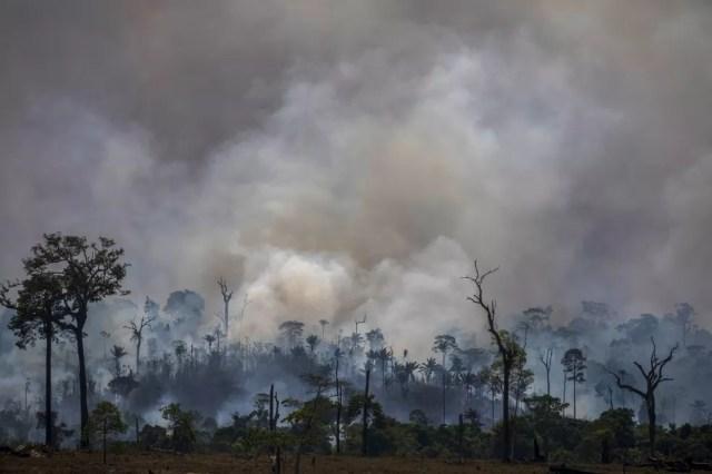 Fumaça das queimadas na Amazônia.  — Foto: João Laet/AFP