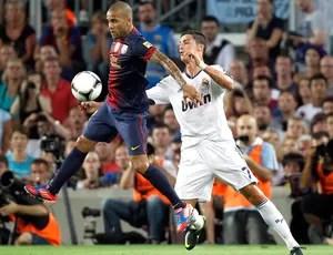 Cristiano Ronaldo e Daniel Alves, Barcelona x Real Madrid (Foto: Agência Reuters)