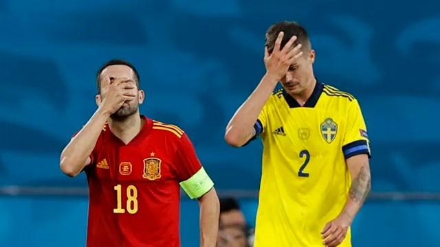 Jordi Alba e Lustig botam a mão na cabeça: Espanha e Suécia têm motivos para lamentar, mas os espanhóis saíram mais frustrados