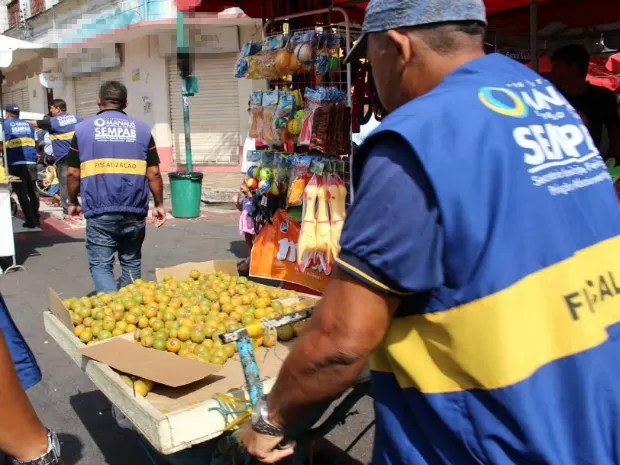 Entre os produtos apreendidos há frutas (Foto:  José Gracy/Sempab)