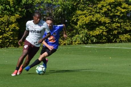 Maicosuel, do São Paulo, participou de jogo-treino neste sábado (Foto: saopaulofc.net)