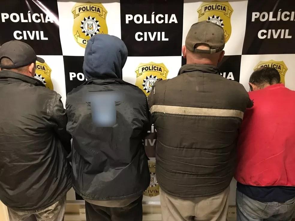 Quatro suspeitos foram presos pela polícia durante a ação (Foto: Polícia Civil/Divulgação)