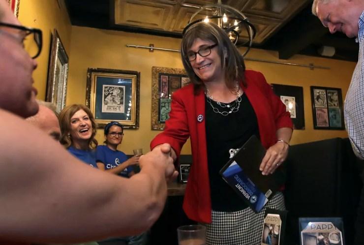 Christine Hallquist venceu primárias do Partido Democrata em Vermont e concorrerá ao cargo de governadora — Foto: Charles Krupa/AP Photo