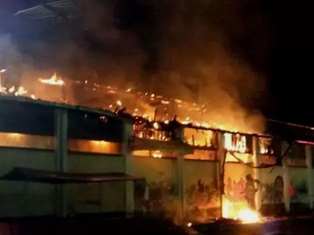 Incêndio destrói parte de Centro Cultural na cidade de Nazaré, na Bahia (Foto: Marcus Augusto/ Site Voz da Bahia)