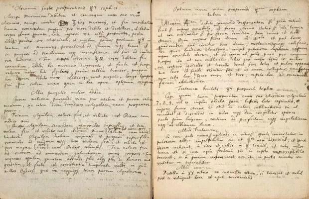 O texto, escrito à mão em latim e inglês, explica como criar uma substância chave para a lendária pedra filosofal (Foto: Chemical Heritage Foundation)