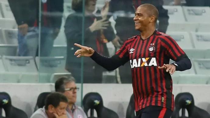 Walter Atlético-PR Internacional (Foto: Giuliano Gomes/PR Press)