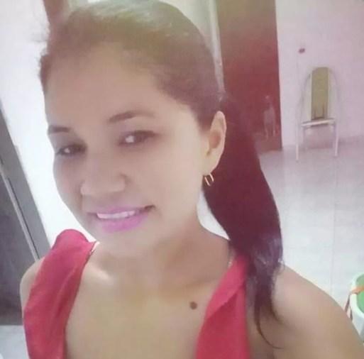 Daniele Medeiros, de 32 anos, foi encontrada morta e enterrada no quintal de casa em São Fernando, no interior do RN — Foto: Redes sociais