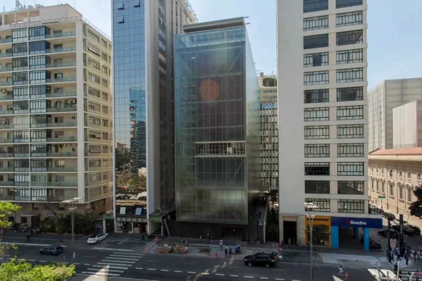 Prédio espelhado de 7 andares na Avenida Paulista abriga IMS em São Paulo  — Foto: Celso Tavares/G1