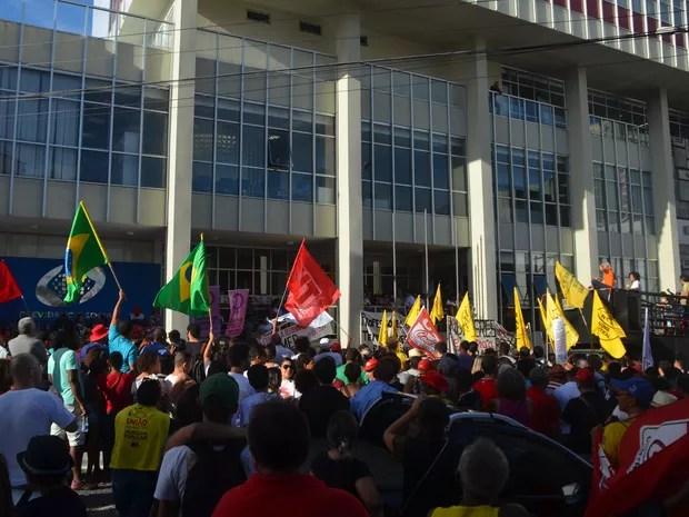 Paralisação dos professores contra a reforma da Previdência Social reuniu também outras classes trabalhadores em protesto na tarde desta quinta-feira (15) em João Pessoa (Foto: Gabriel Costa/G1)