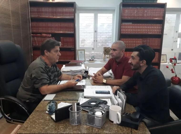 Advogado José Beraldo se reuniu com o soldado Leandro Prior e Agripino Magalhães, ativista LGBTI. (Foto: José Beraldo/Arquivo Pessoal)