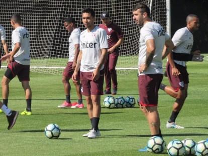 Petros e Pratto em treino do São Paulo (Foto: Marcelo Prado)