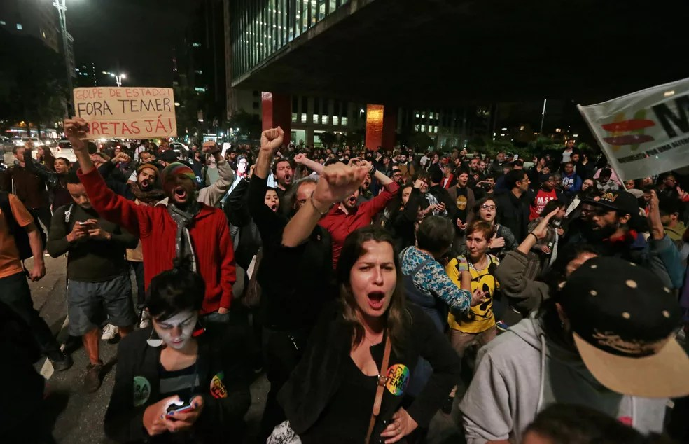 Manifestantes ocupam a Avenida Paulista em protesto contra Temer (Foto: Alex Silva/Estadão Conteúdo)