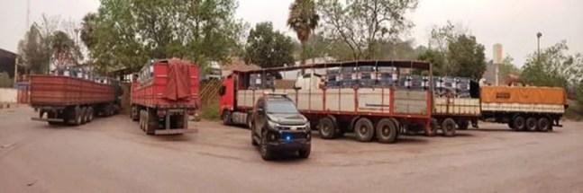 Caminhões com barris cheios de acetato de tetila — Foto: PF/Divulgação