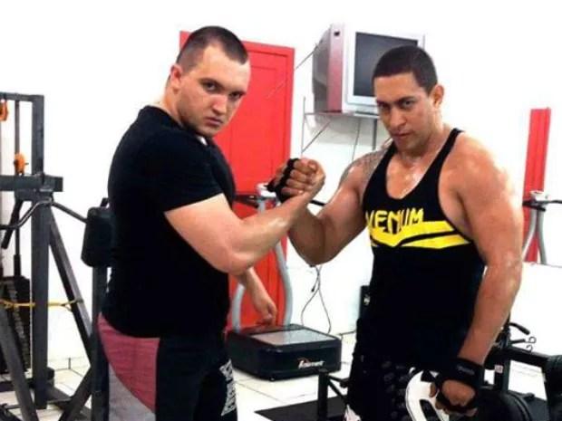 Sérgio Urbanski (na esquerda) em um dos treinos com o lutador Markine Santos na academia em Campo Mourão (Foto: Sérgio Urbanski/Arquivo Pessoal)