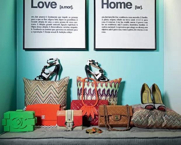 Por dentro do closet: entre grifes internacionais e achados em lojas de fast-fashion, o closet de Thássia contabiliza mais de 200 pares de sapatos, 80 bolsas e 120 bijoux (Foto: Raphael Briest)