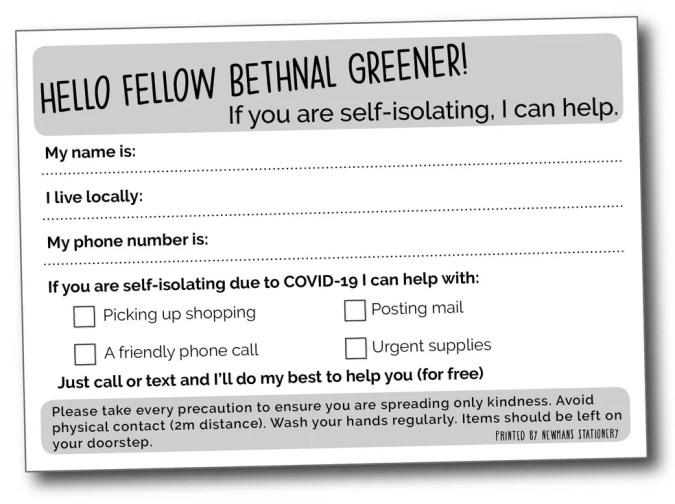 Cartão impresso em bairro de Londres oferecendo ajuda para buscar compras, enviar algo por correio, fazer uma ligação ou comprar suprimentos urgentes — Foto: Reprodução/ BBC