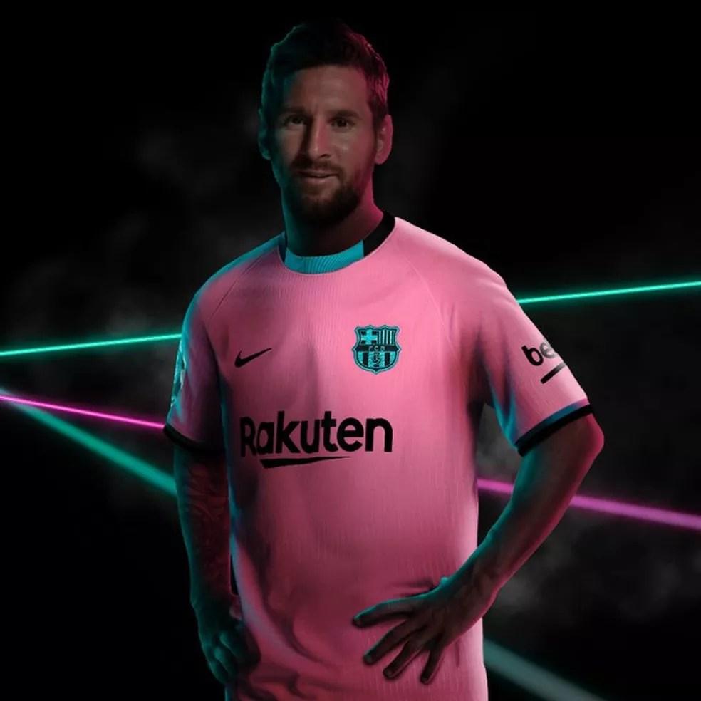 Messi foi usado para divulgar novo uniforme do Barcelona — Foto: Reprodução/Twitter