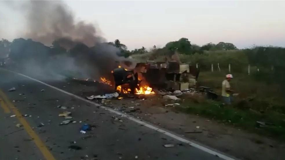 Carro-forte foi explodido por bandidos na BR-226, em Bom Jesus, na semana passada — Foto: Redes Sociais