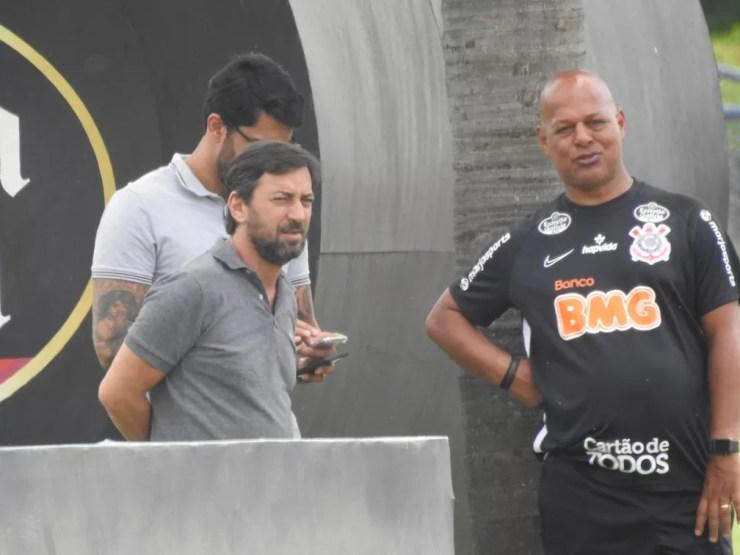Duílio Monteiro Alves, novo presidente do Corinthians, ao lado de Mauro da Silva e Vilson — Foto: Marcelo Braga