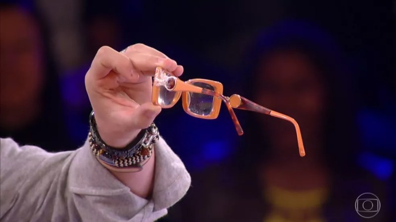 Luciano brincou sobre os óculos de Beth — Foto: Gshow