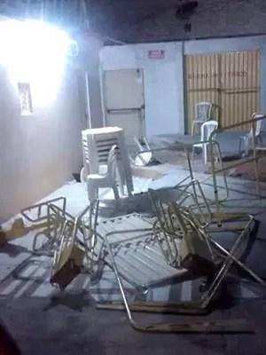 Quebra-quebra começou após anúncio de que Amado Batista não tocaria (Foto: Cedida)