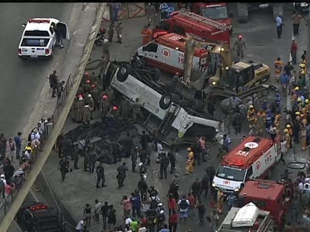 Ônibus ficou de cabeça para baixo (Foto: Reprodução / GloboCop)